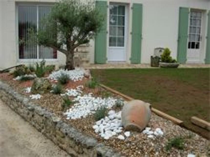 Decoration exterieur avec galets - Decoration jardin cailloux ...