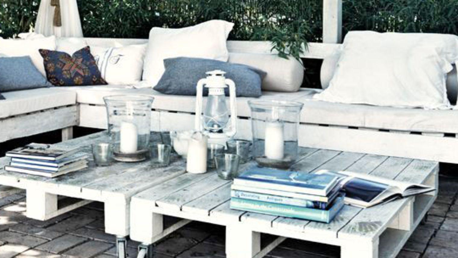 decoration exterieur avec palette de bois. Black Bedroom Furniture Sets. Home Design Ideas