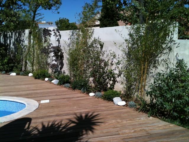 decoration jardin autour d\'une piscine