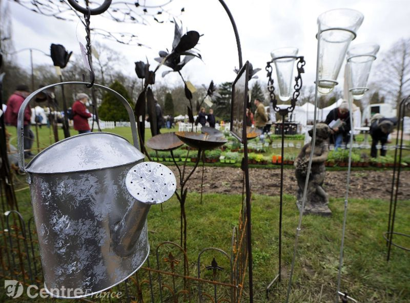 Decoration jardin en fer forge - Deco jardin metal rouille ...