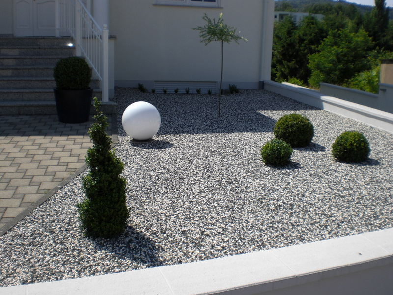 decoration jardin en gravier. Black Bedroom Furniture Sets. Home Design Ideas