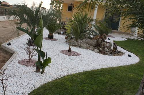 decoration jardin galets blancs