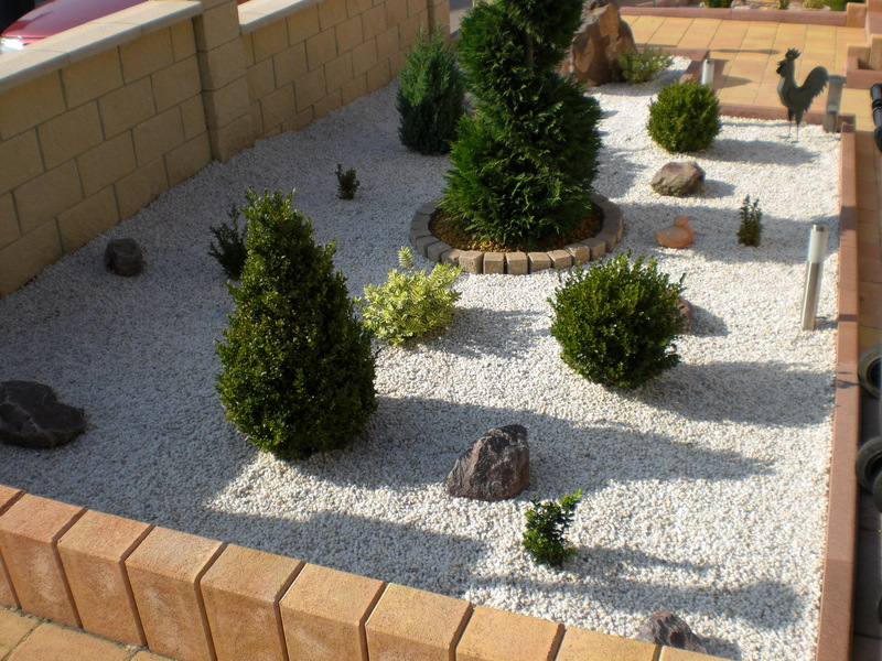 Idee jardin avec cailloux blancs Massif decoratif jardin