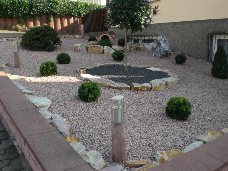 idee jardin graviers galets decoratifs